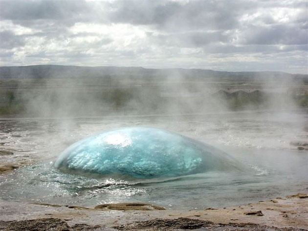 A-geyser-right-before-eruption