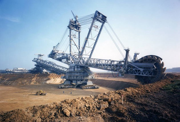 Bagger-288-The-Largest-Land-Vehicle-in-the-World