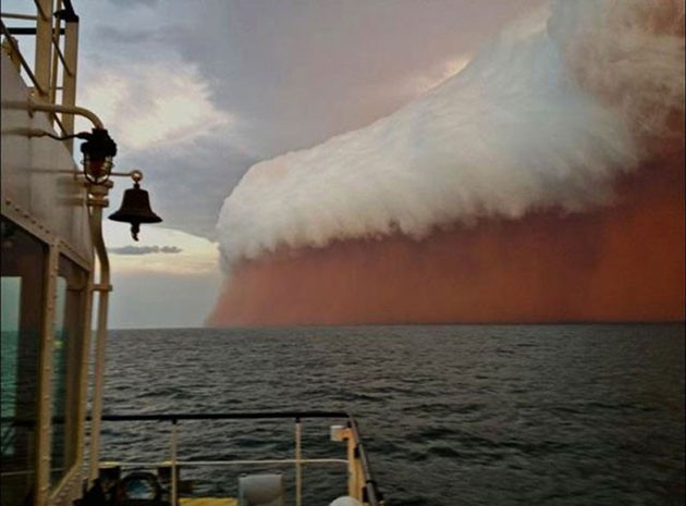 A-huge-dust-storm-that-hit-Western-Australia-in-early-2013